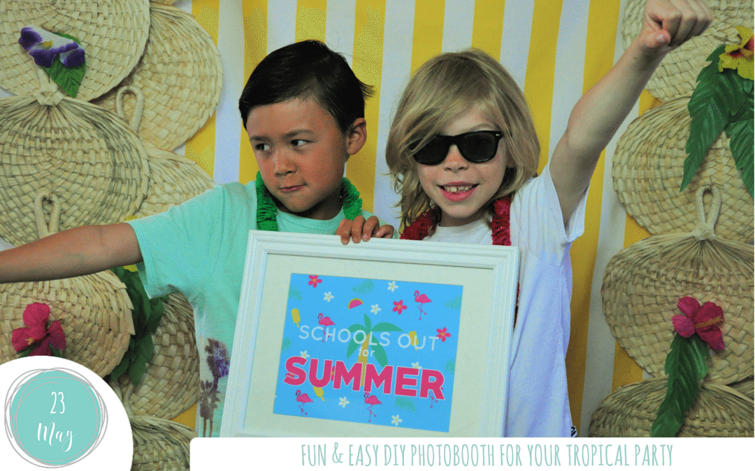 Easy and fun DIY photobooth for your tropical party