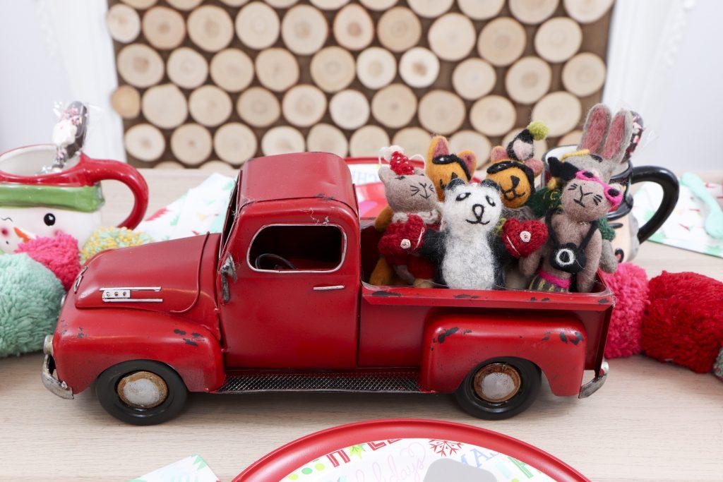 Pom Pom Party for the Holidays centerpiece