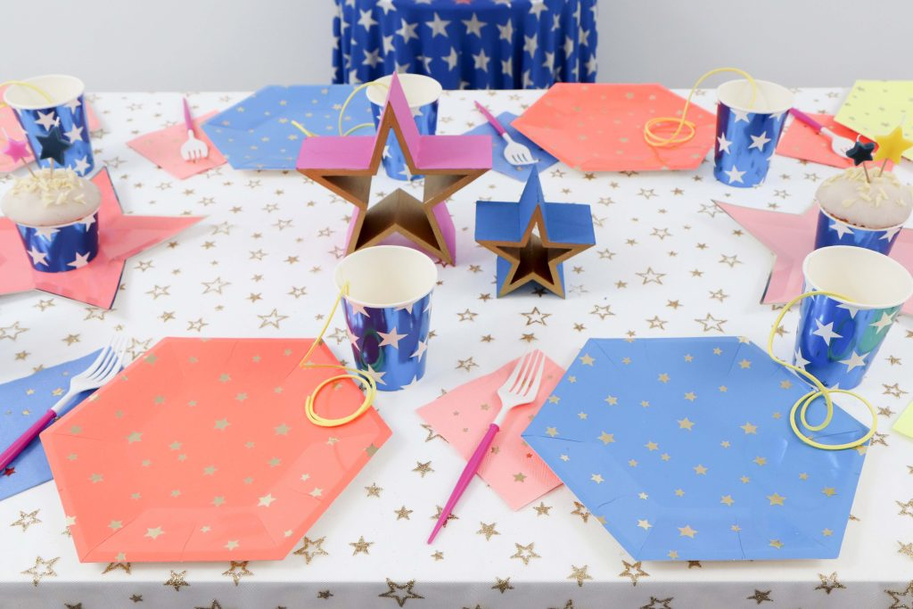 Wonder Woman 1984 Inspired Party Place Settings