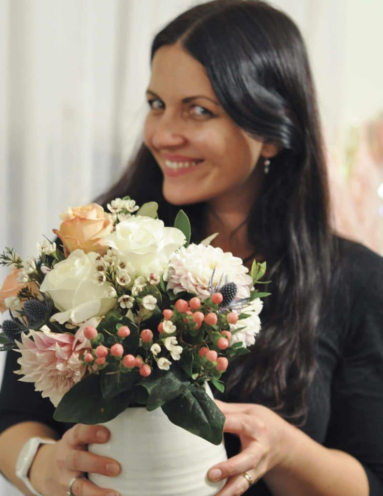 Friends and flowers- throw a fun floral arranging party with tips from fernandmaple.com!