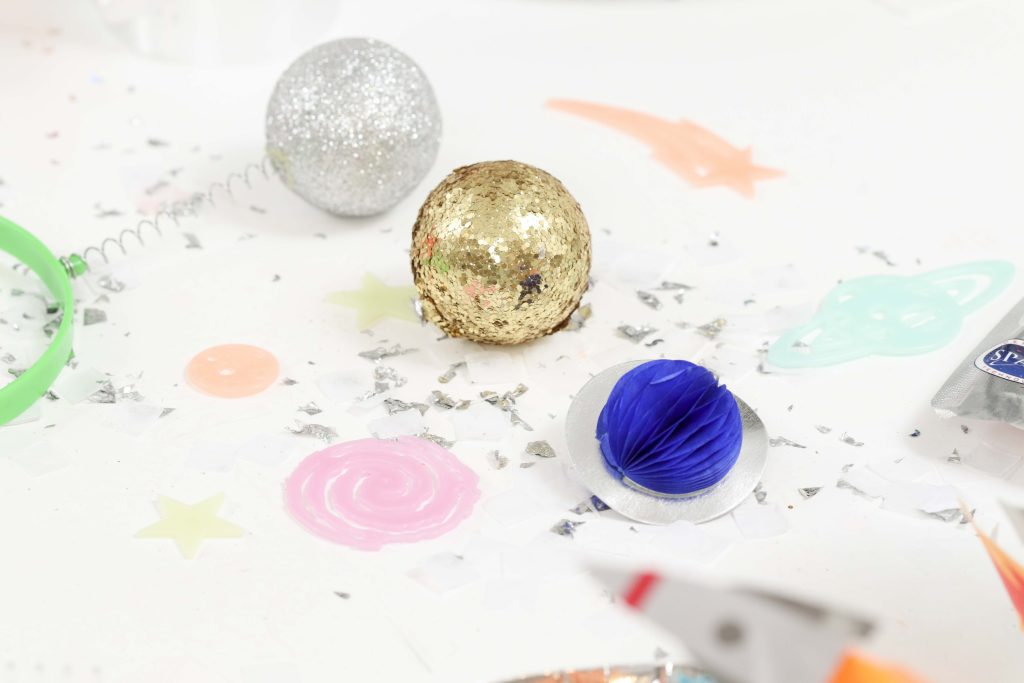 """Space Party Table Decor - Looking to throw a Space or Rocket themed birthday? Check out this game-changing """"party in a box"""" recommendation as well as tips for personalizing the party! Get details now at fernandmaple.com."""