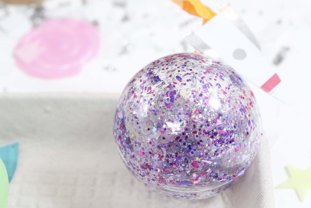 DIY Planet Ornaments - get more space-themed craft ideas now at fernandmaple.com!