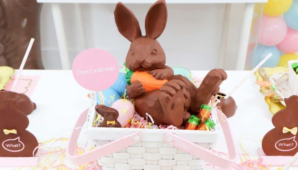 Chocolate Bunny Easter Party DIY table centerpiece- get more Chocolate Bunny Easter Party inspiration now at fernandmaple.com!