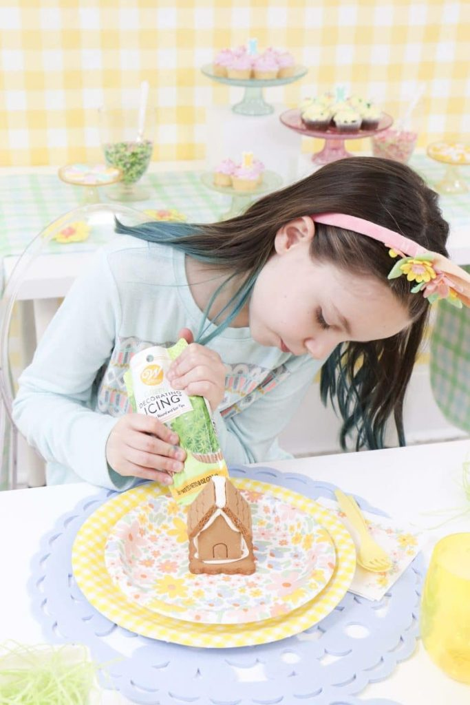 Spring Gingerbread House decorating party - get more Spring Party inspiration now at fernandmaple.com!