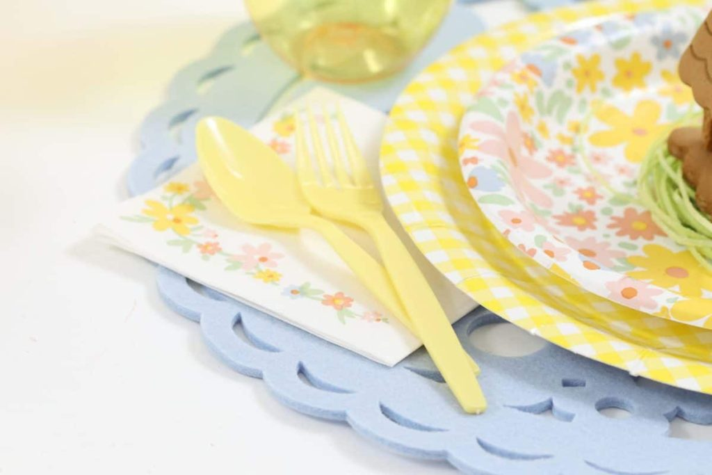 Pastel place settings for a Spring Gingerbread House decorating party - get more Spring Party inspiration now at fernandmaple.com!